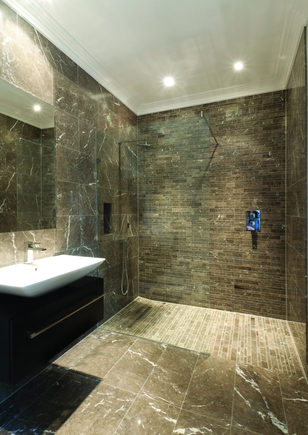 Wet room design gallery for Luxury bathroom ideas uk