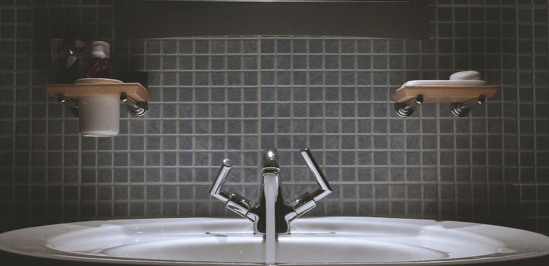 Undermounted sink in a 2016 modern bathroom